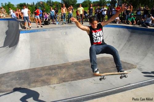 Chicks Flip Out Skateboarding